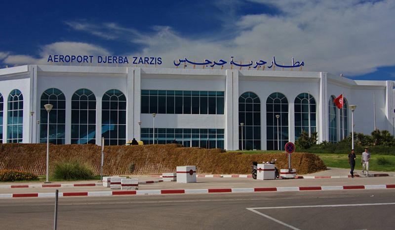 مطار جربة جرجيس : تركيز كاميرا قيس حرارة المسافرين
