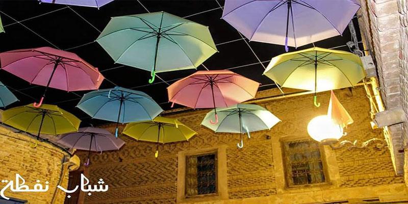 En photos : Nefta se garnit d'un toit de parapluies colorés