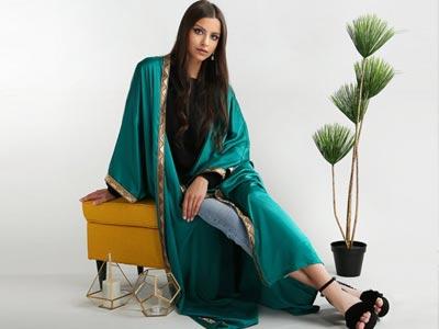 En photo : Le Kimono ou la Abaya, pour apporter une touche glamour à vos tenues estivales