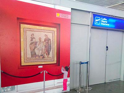 Des photos des sites archéologiques installées à l'aéroport Tunis Carthage