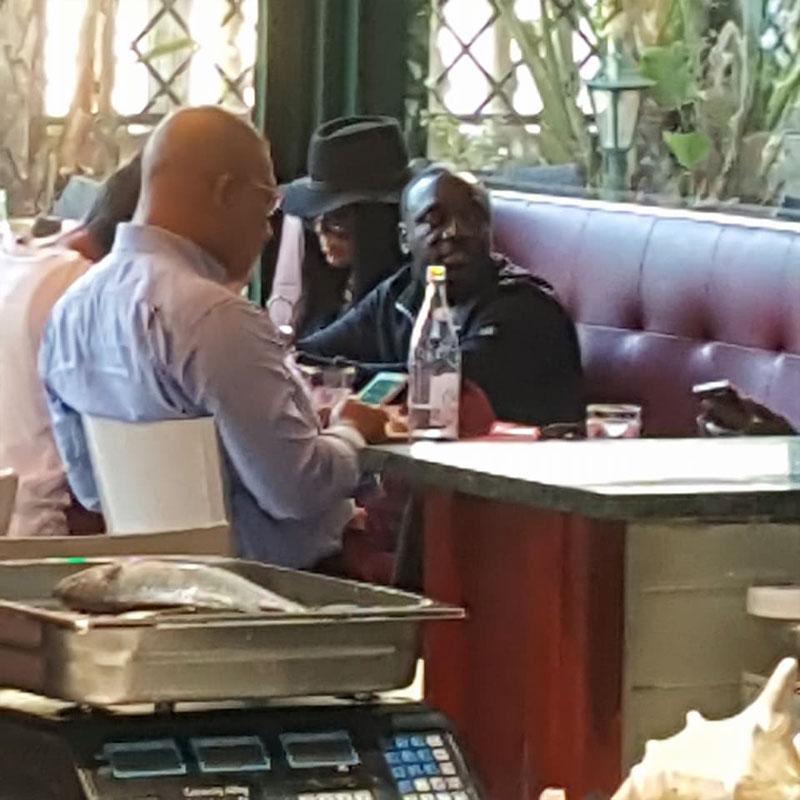 Découvrez en photos la star du hip-hop 'Akon' au Lac 2