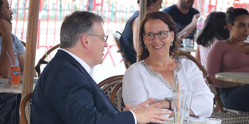 En photos l'ambassadeur américain, dans un moment de détente à Tunis