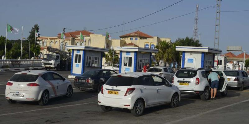 Des milliers d'Algériens aux portes de la Tunisie