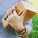 Découvrez les pochettes en bois d'olivier, tendance et authentiques, signées Bag'Z