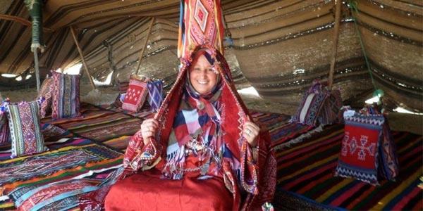 Le Bakhnoug : le châle traditionnel de la femme berbère