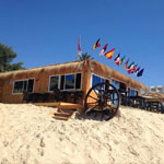 Rupture du jeûne pieds dans l´eau au Beach Bar Bateau Hammamet