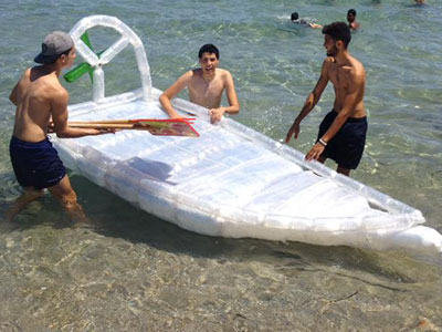 En vidéo : Une course de bateaux en bouteilles plastiques à El Maamoura plage