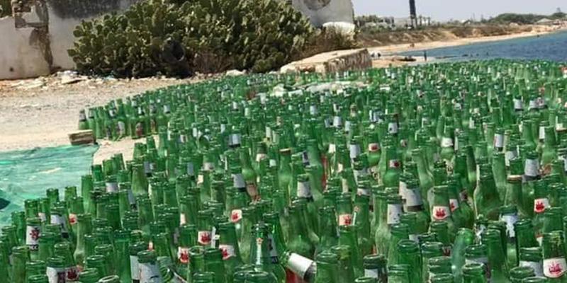 Une marée de bouteilles de bières sur la plage de Gammarth !