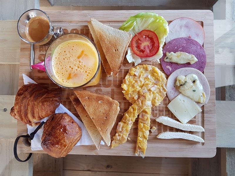cafeclub-030717-2.jpg