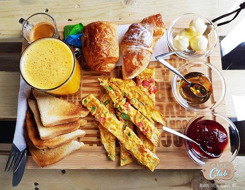 cafeclub-030717-3.jpg