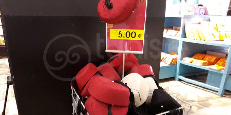 Scandale : Une imitation de la Chechia Tunisienne vendue à l'aéroport pour 5 euros