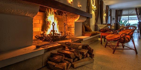 Envie d'un dîner au coin du feu ? Découvrez ces restaurants dotés de belles cheminées