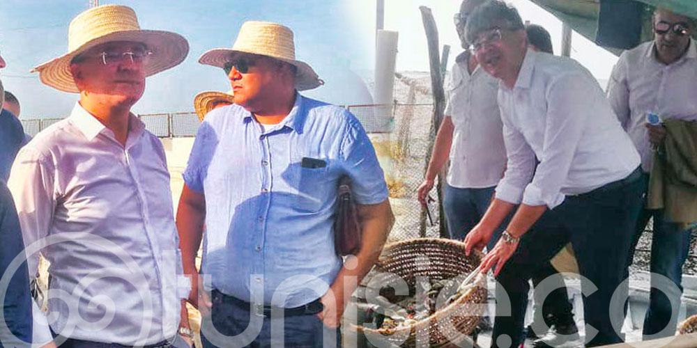 En photos : Le ministre du Tourisme teste la Charfia, pêcherie fixe typique des Îles Kerkennah