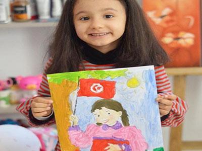 En photos : Quand un atelier de peinture inculque les valeurs de la Tunisie