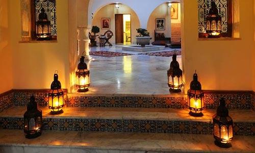 En Photos Découvrez Dar Ellamma La Nouvelle Maison Dhôtes Située - Faience cuisine et tapis berbere tunisien