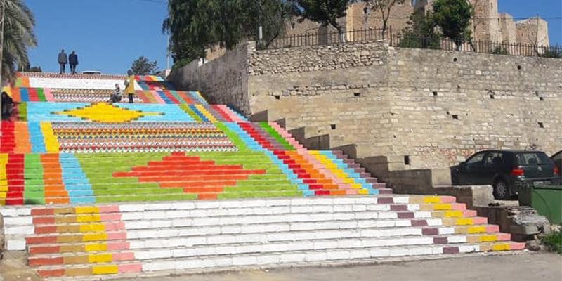 Des escaliers transformés en un géant tapis coloré à Sousse