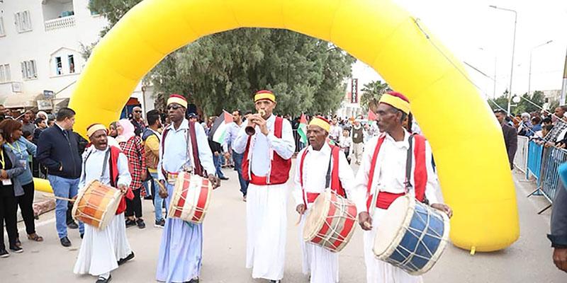 بالصور: افتتاح فعاليات الدورة 36 من المهرجان الدولي للتمور بقبلي