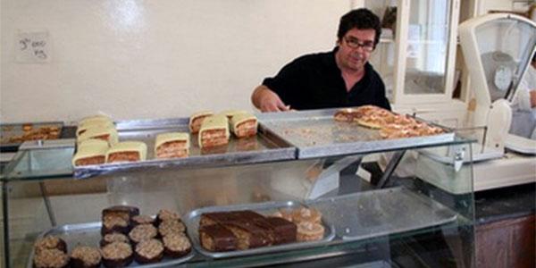 Une visite de la pâtisserie Garza vous ferait retourner droit aux années  50. Cette enseigne qui a débuté ses activités avec Madame Garza au  centre,ville de