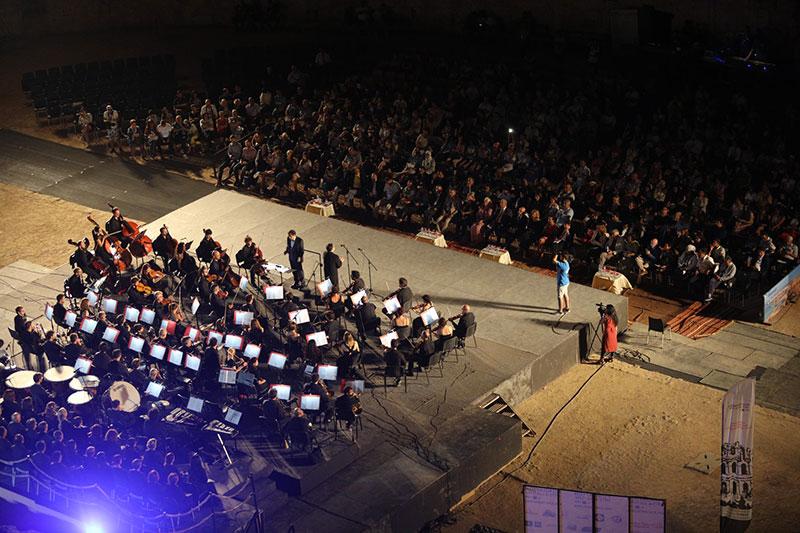في عرض فرجوي ضخم، أكثر من 120 موسيقيّا يعلنون انطلاق الدورة 33 لمهرجان الجم الدولي للموسيقى السمفونية