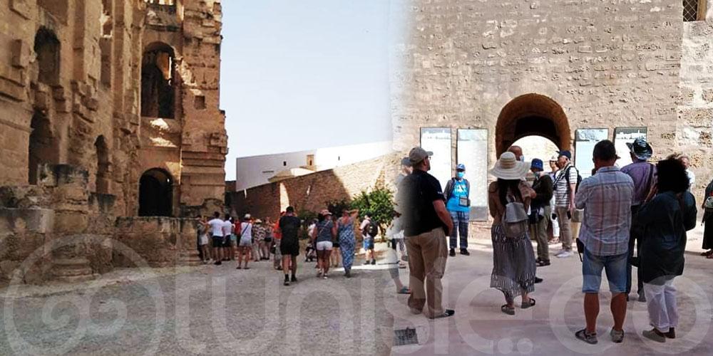 بالصور : مجموعة من السياح البولونيين في زيارة لقصر رباط المنستير و القصر الأثري بالجم