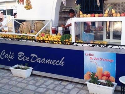 En photos : Le Café Ben Daamech à Houmt Souk, le Roi du jus d'orange frais à Djerba