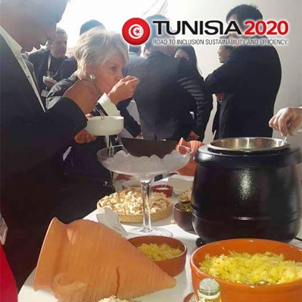 Photo du jour : Les invités de la Conférence Tunisia 2020 découvrent le Lablabi