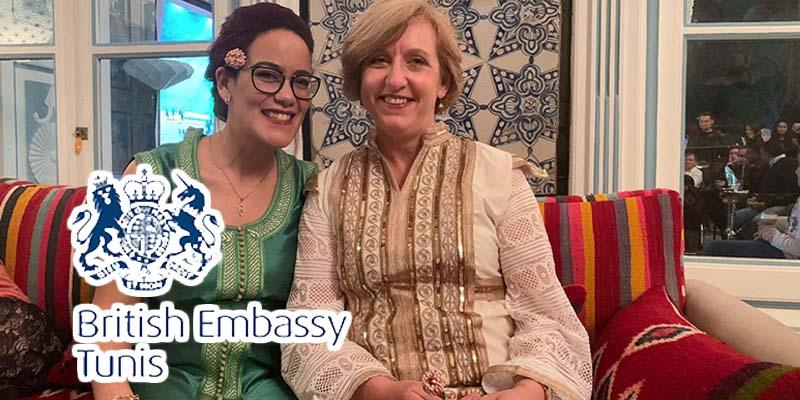 L'ambassadrice de la Grande Bretagne s'habille en tunisien