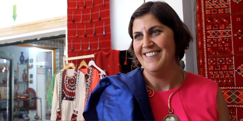 En vidéo : Ambassadeur Carol McQueen sous le charme du tissage artisanal tunisien à Denden