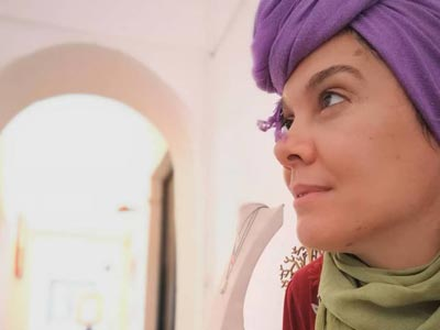 En Photos : Meleck Guelloub créatrice des bijoux fait sa dernière mise en place À L'EXPO « BE-TOUNSI »