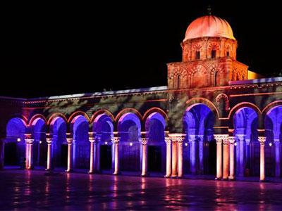 En photos: La mosquée Zitouna vêtue de lumière