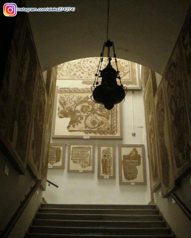 Cette touriste serbe fascinée par les mosaïques du Musée du Bardo