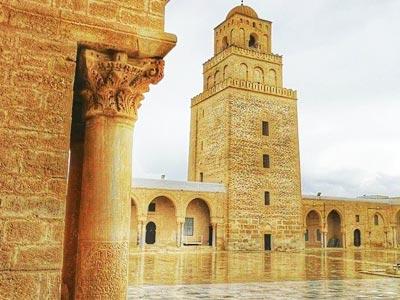 En Photo : La prestigieuse Mosquée Okba Ibnou Nafaâ de Kairouan sous un ciel pluvieux