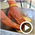 En vidéo: Préparation de la Mtabga, la galette de pain amazighe