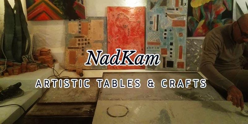 Succombez au charme unique des tables artistiques de NadKam