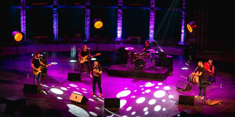 شاوية لنضال اليحياوي بين الماضي والحاضر موسيقى الزمن المعلق في مهرجان الحمامات الدولي