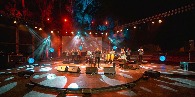 بلفيديو :اوسكار دي ليون اسطورة السالسا في مهرجان الحمامات