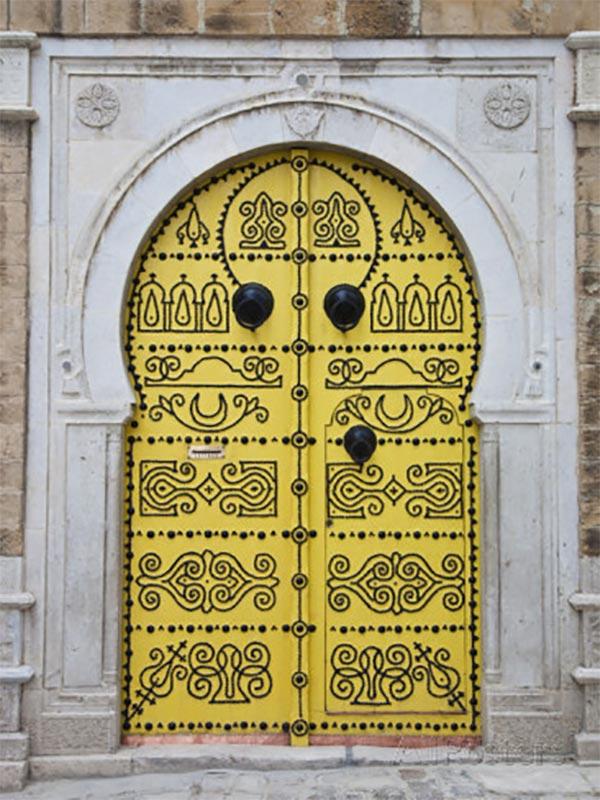 D couvrez ce qui se cache derri re ces 5 anciennes portes for Porte de salon tunisie