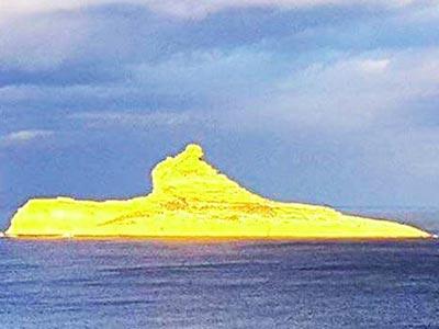 L' île Pilau de lumière et d'or à Raf Raf