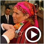 En vidéo : Qui est Om Jomaa l´artisane décorée par l´insigne de la République ?
