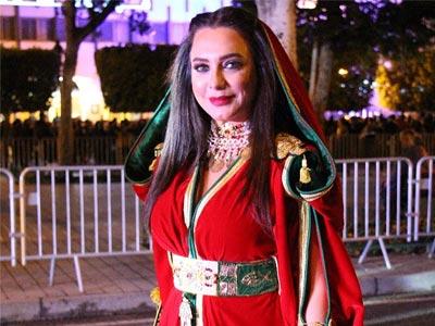 L'actrice syrienne Sulaf Fawakherji parée d'un Kaftan tunisien pour la clôture des JTC