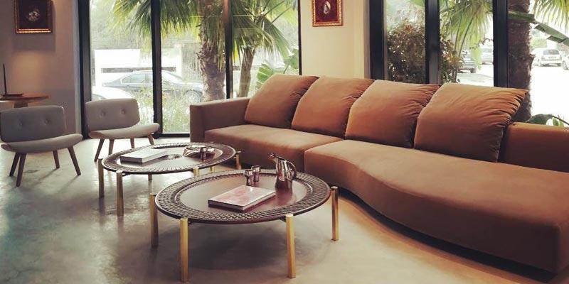 Optez pour ces tables basses pour apporter une touche artisanale à votre salon