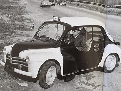 Photo du Jour : Une ancienne voiture de police à la Goulette en 1961