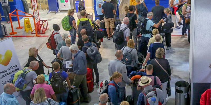 Quel sort pour les 4 500 touristes Thomas Cook bloqués en Tunisie ?