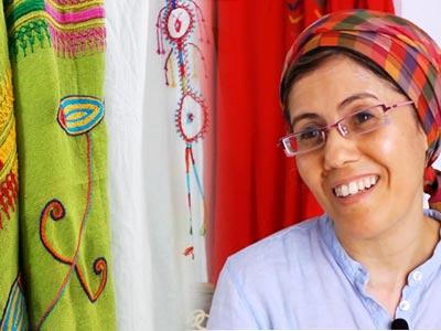 En vidéo : Découvrez Tmayem ou l'art de la broderie berbère avec Saadia Jradi