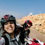 Partez en road-trip au Sud avec ces deux cyclistes tunisiennes