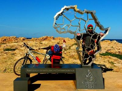 En photos : Ce jeune Tunisien qui a fait le tour de la Tunisie à vélo !