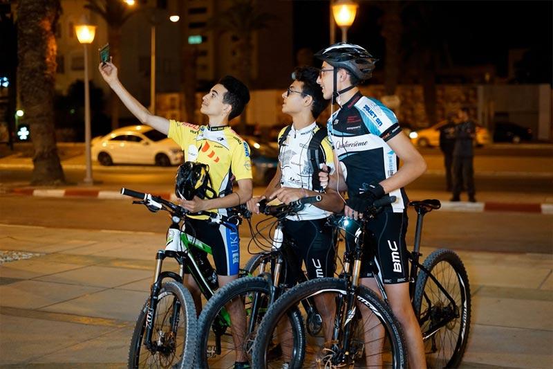 En photos : Quand les membres de 'Vélorution Tunisie' se regroupent devant La Cité de la Culture