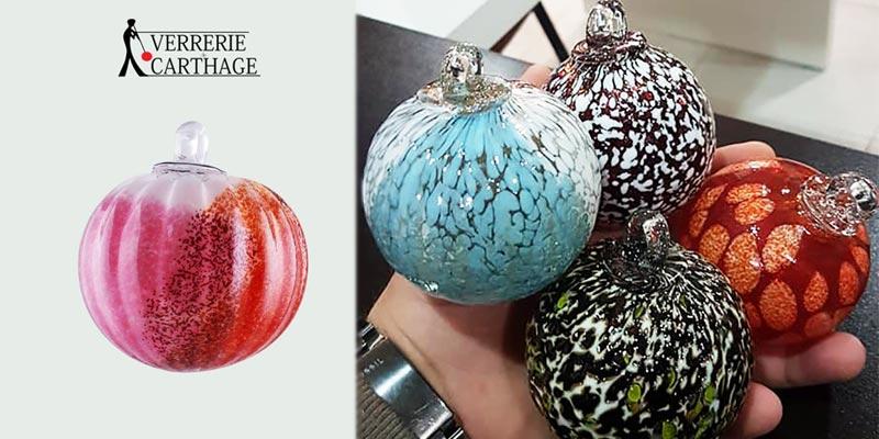 Ces boules de NoÃ«l artisanales en verre soufflé, pour une décoration de fête unique