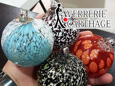 Ces boules de Noël artisanales en verre soufflé, pour une décoration de fête unique