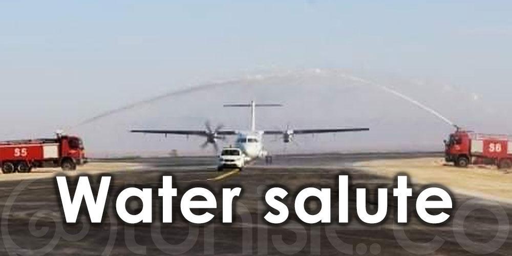 Photo du jour : Un 'Water salute' pour le 1er vol Tunisair Express sur l'aéroport Tozeur-Nefta
